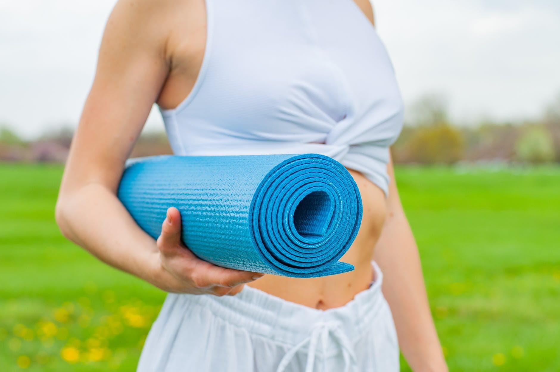 Labdarības joga lavandās