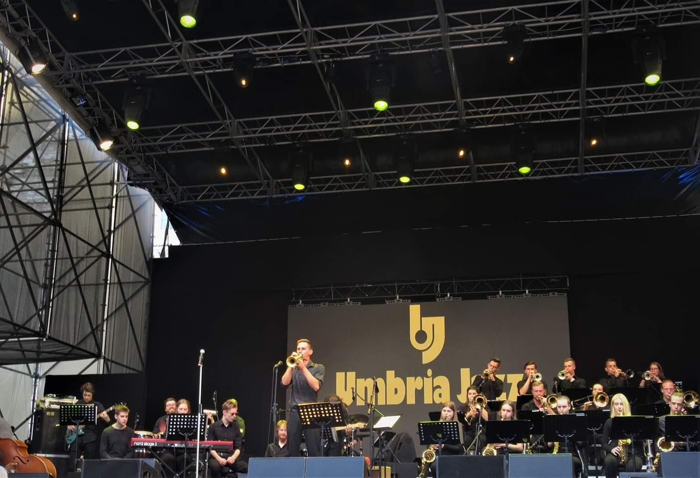 """""""Melngaiļskolas bigbends"""" Itālijā piedalās starptautiskos mūzikas festivālos"""