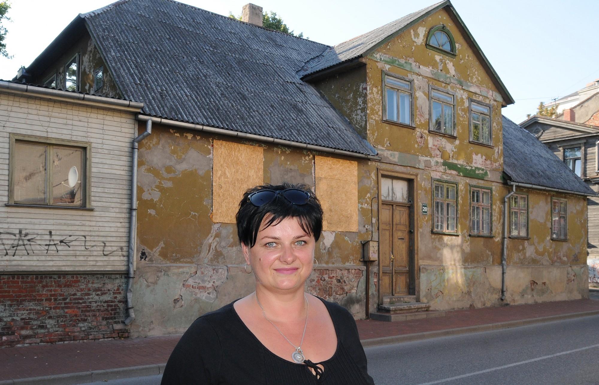 Senās mājas atgūst cieņpilnāku izskatu