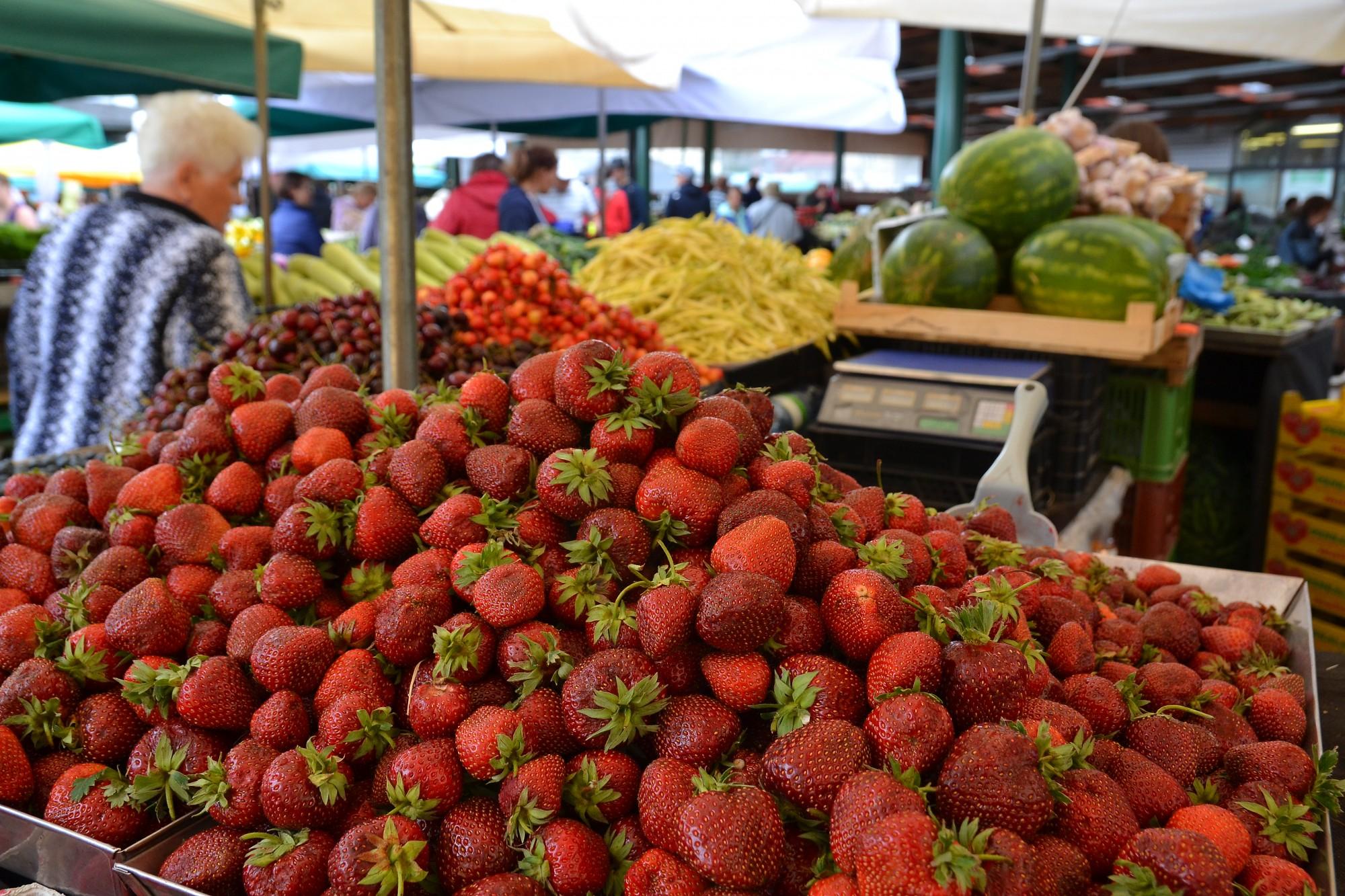 Augļu un dārzeņu tirgotājus pieķer pārkāpumos