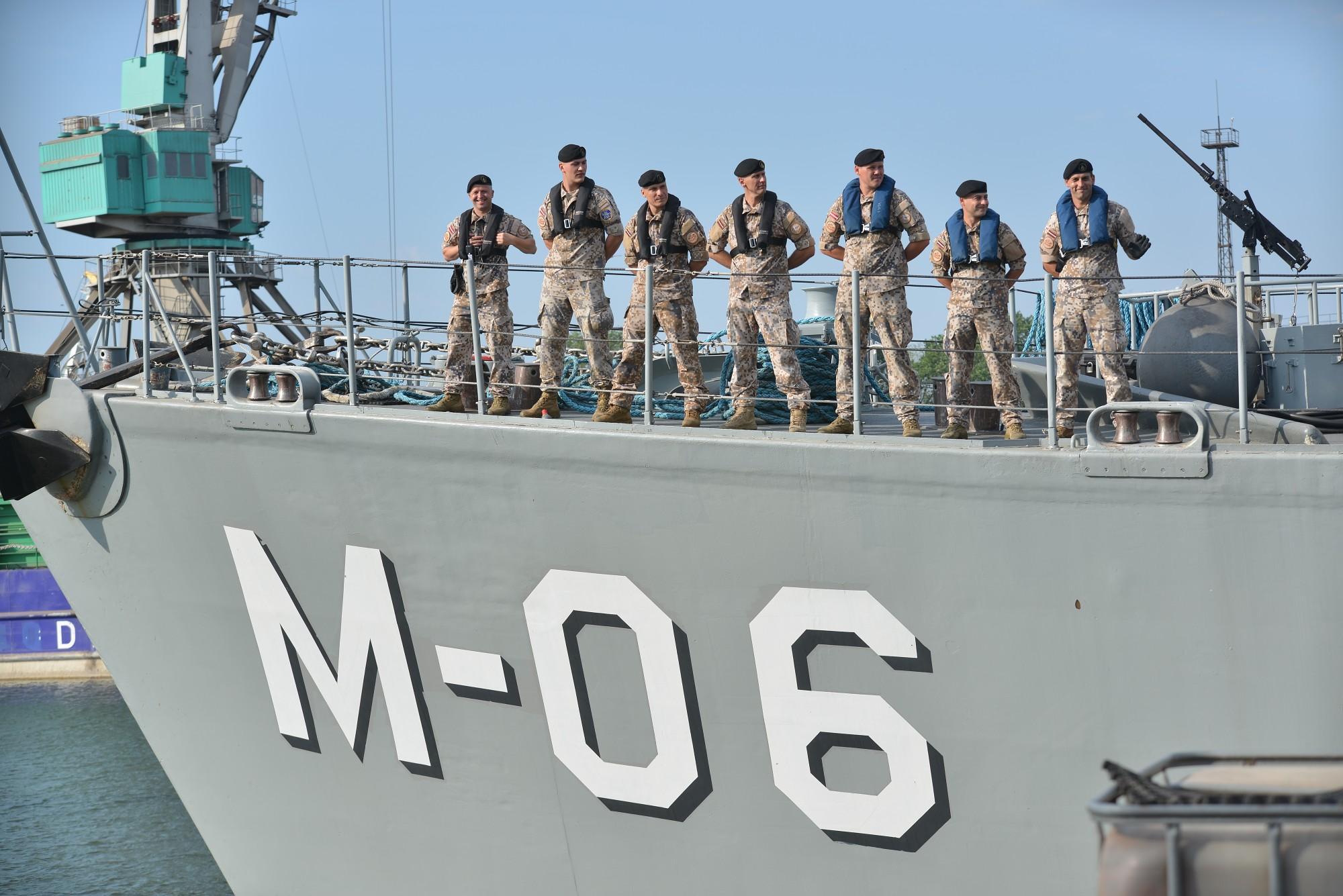 Jūras spēku karavīri dodas vairāk nekā četrus mēnešus ilgā misijā