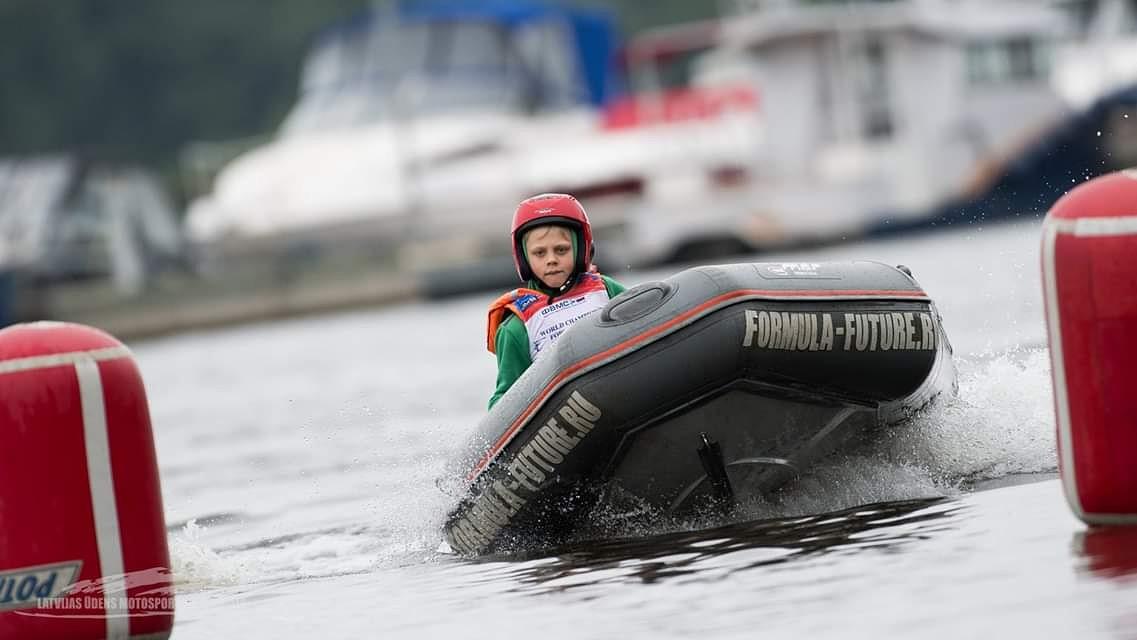 Miks Lazarenoks kļūst par pasaules čempionu ūdens motosportā
