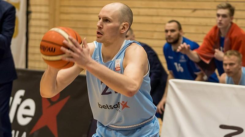 """Liepājas basketbolists Roberts Krastiņš vienojies par gada līgumu ar """"Valmiera Glass/ViA"""""""