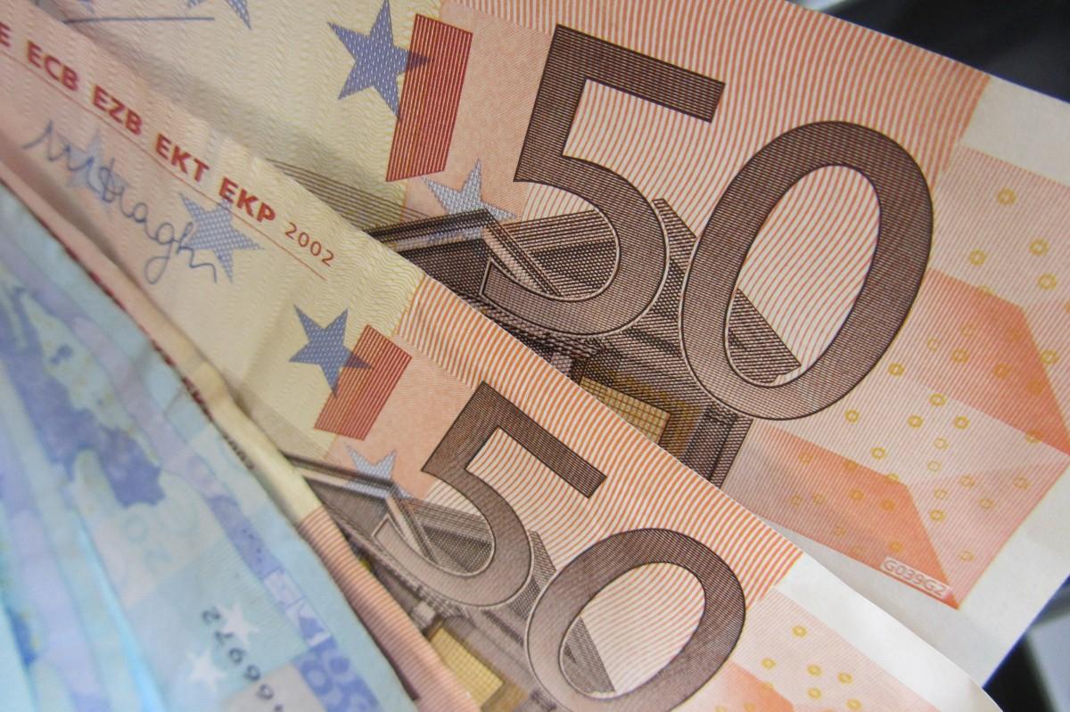 Piekļūstot personu datiem, krāpnieki Kurzemē no kādas sievietes izkrāpuši 150 000 eiro