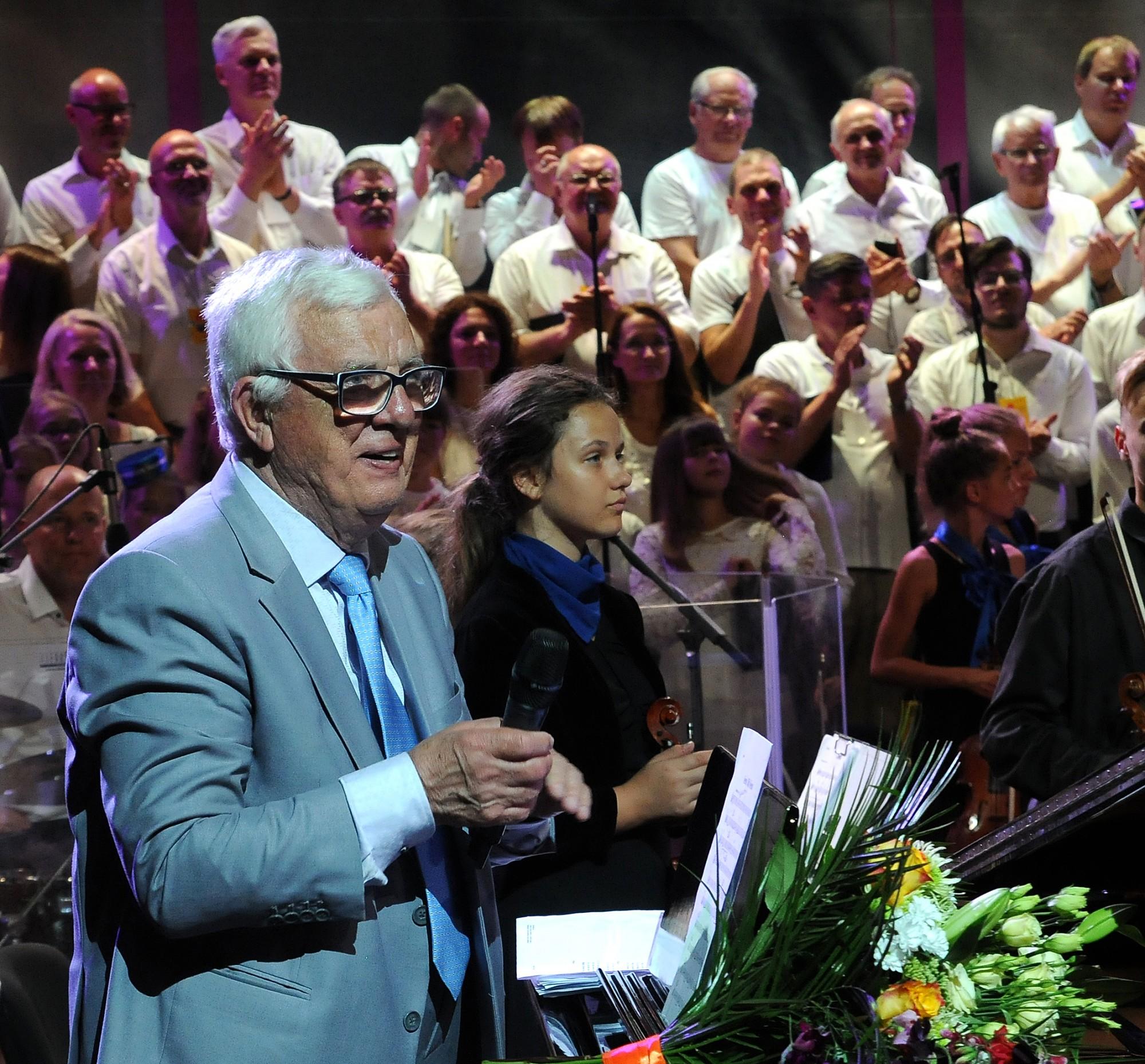 Ikara svētkus Priekulē nosvin kopā ar Raimondu Paulu