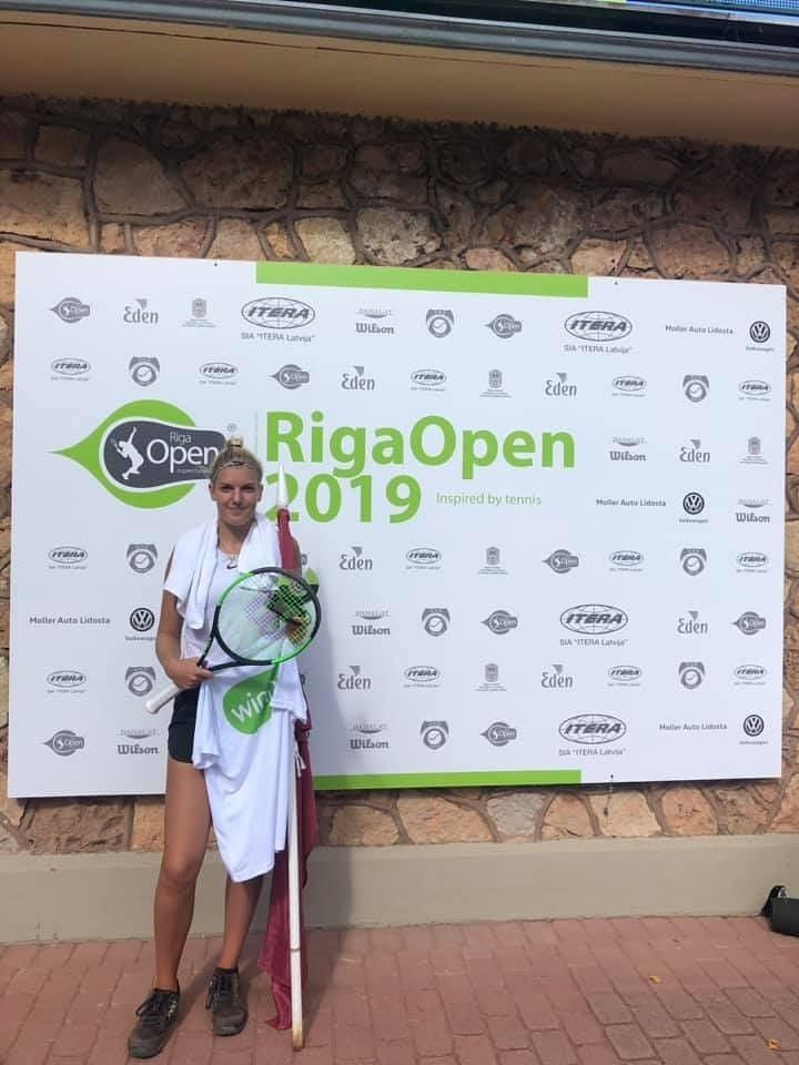 ITF jauniešu tenisa turnīrā Rīgā triumfē liepājnieces