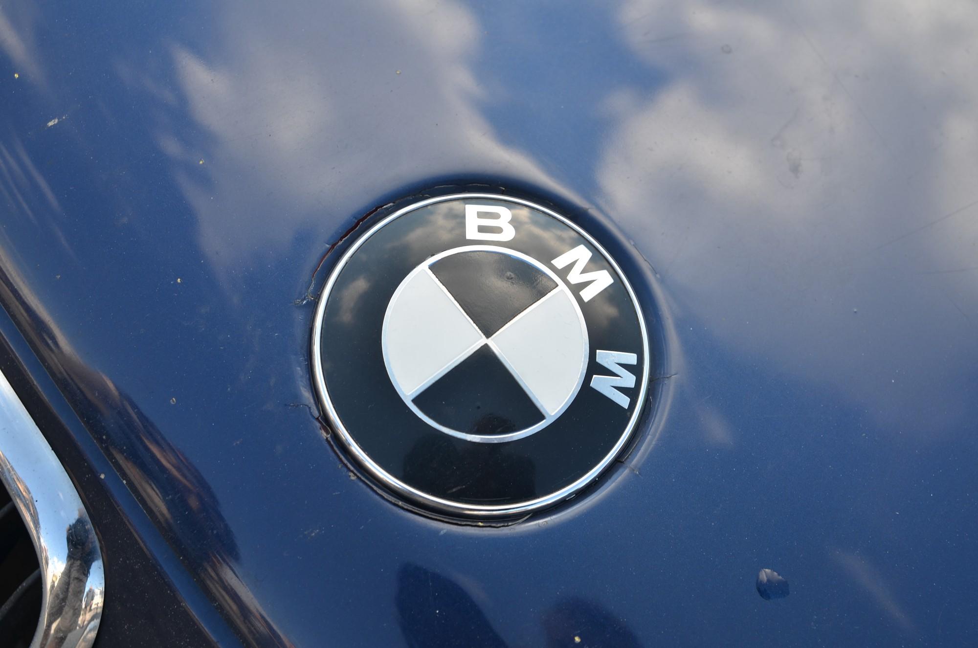 """""""BMW"""" notriec gājēju"""