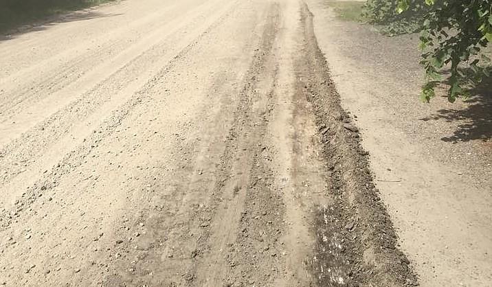 Uzlabo grants ceļus Cīravā