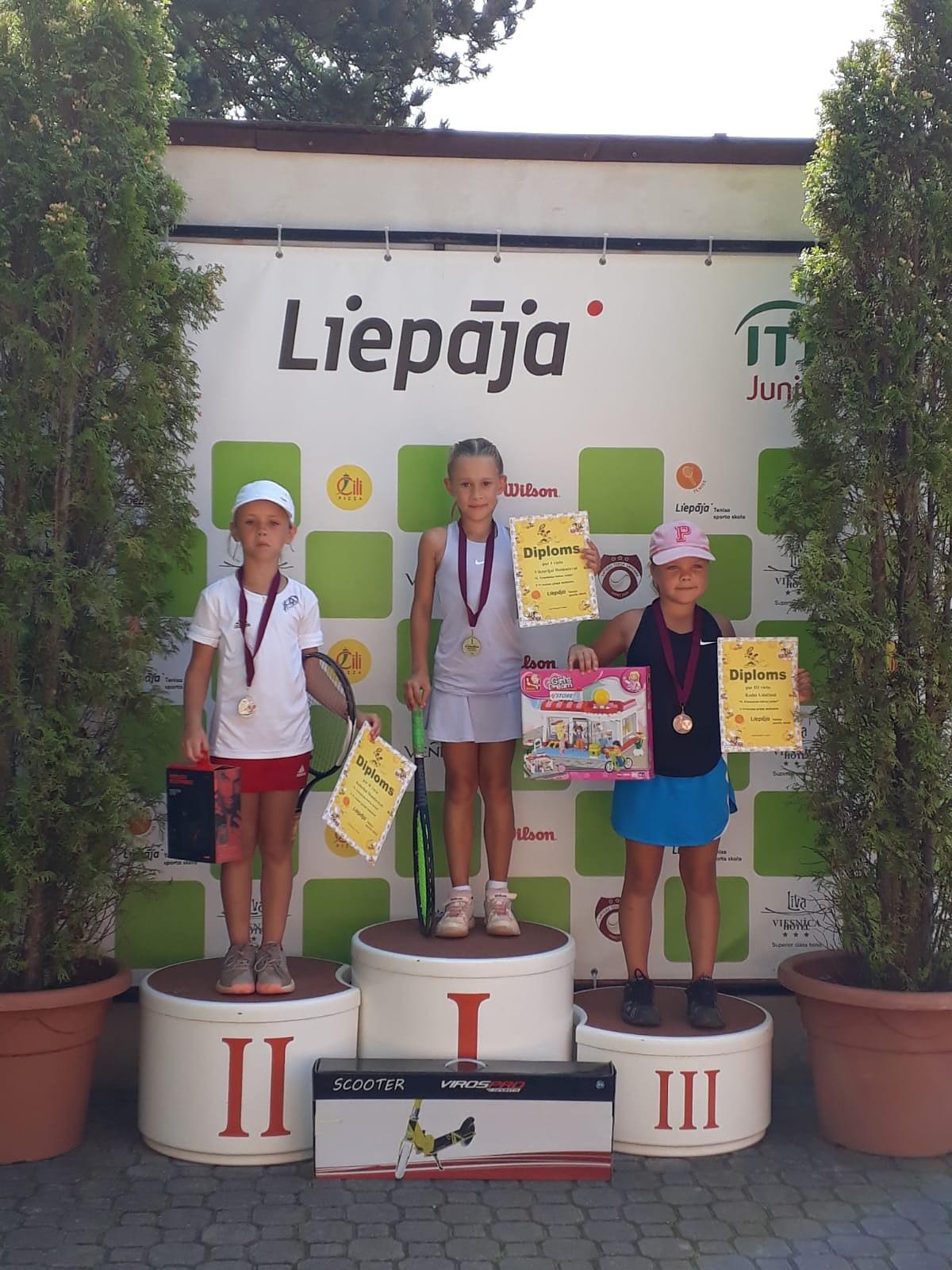 Jaunajiem tenisistiem vairākas godalgotas vietas