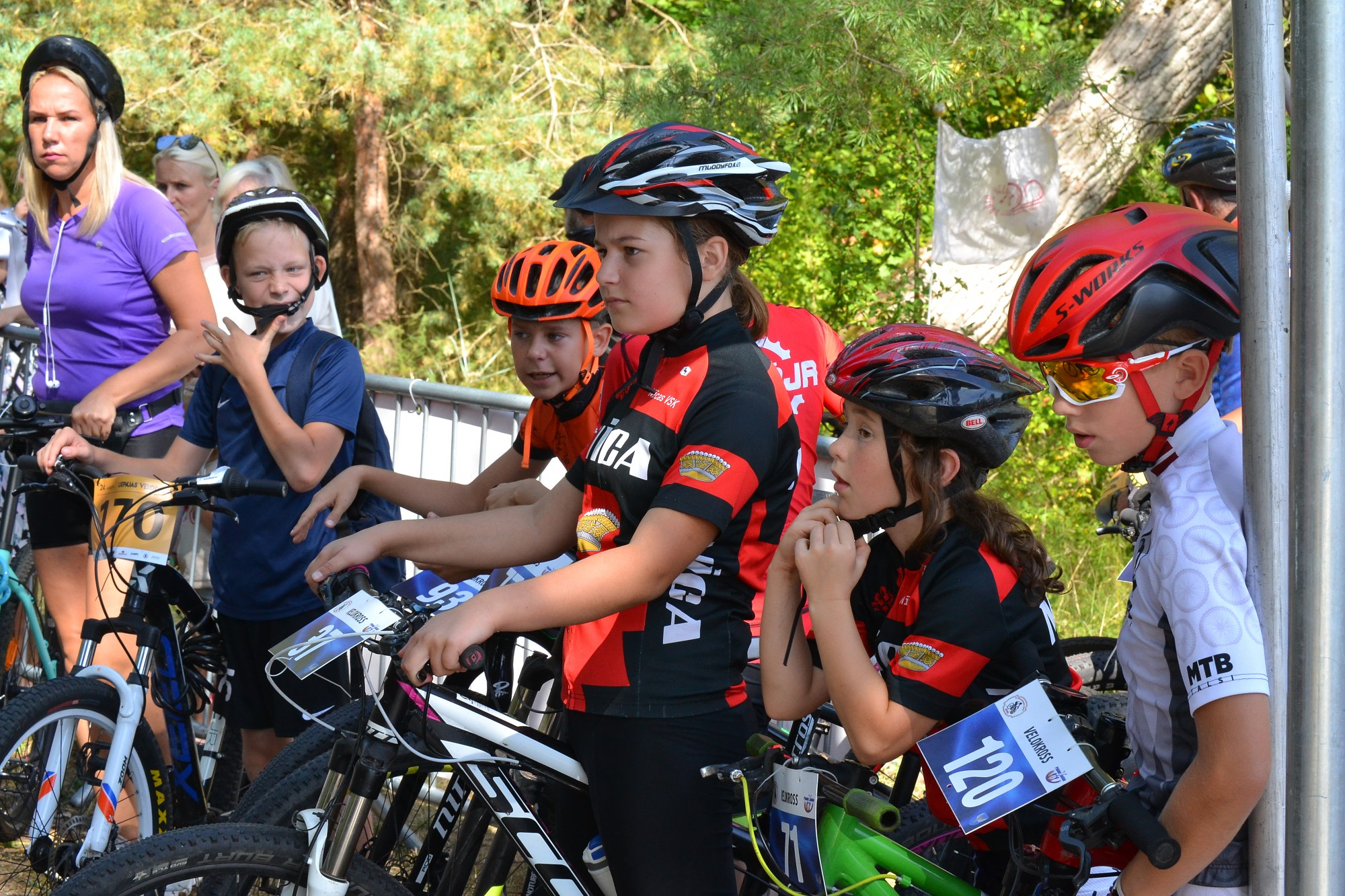 """Svētki velomīļiem un profesionāļiem. Aizvadītas riteņbraukšanas sacensības """"Liepājas velodiena"""""""