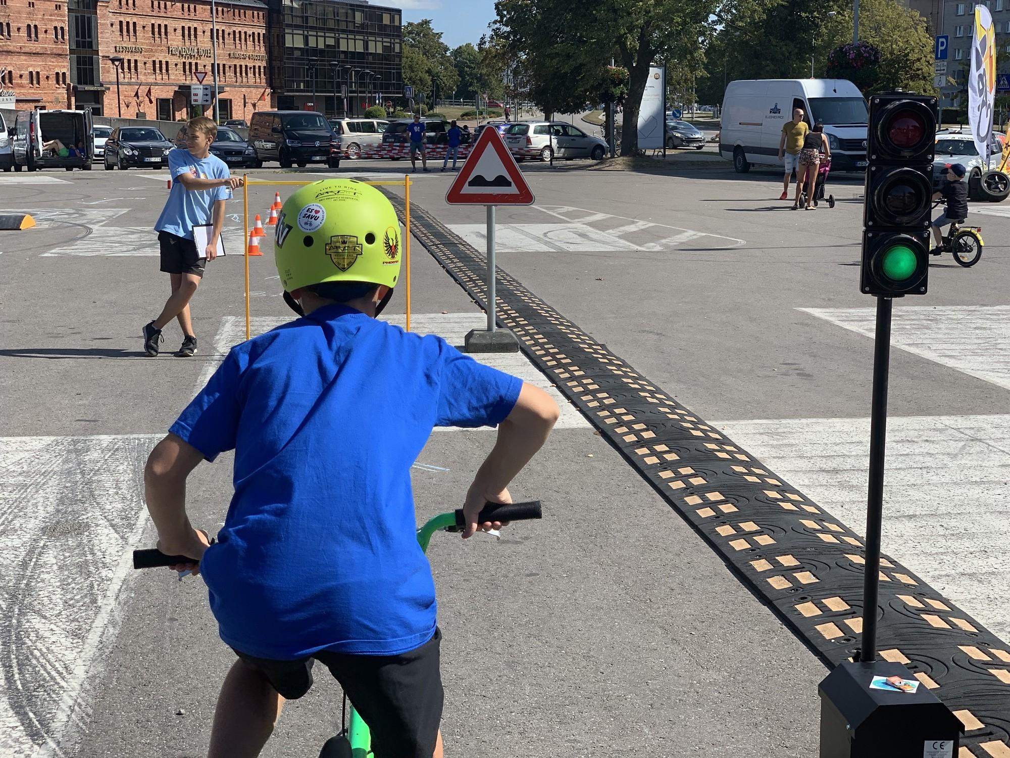 """""""Bērnu rallija"""" finālsacensībās noskaidroti labākie jaunie velobraucēji"""