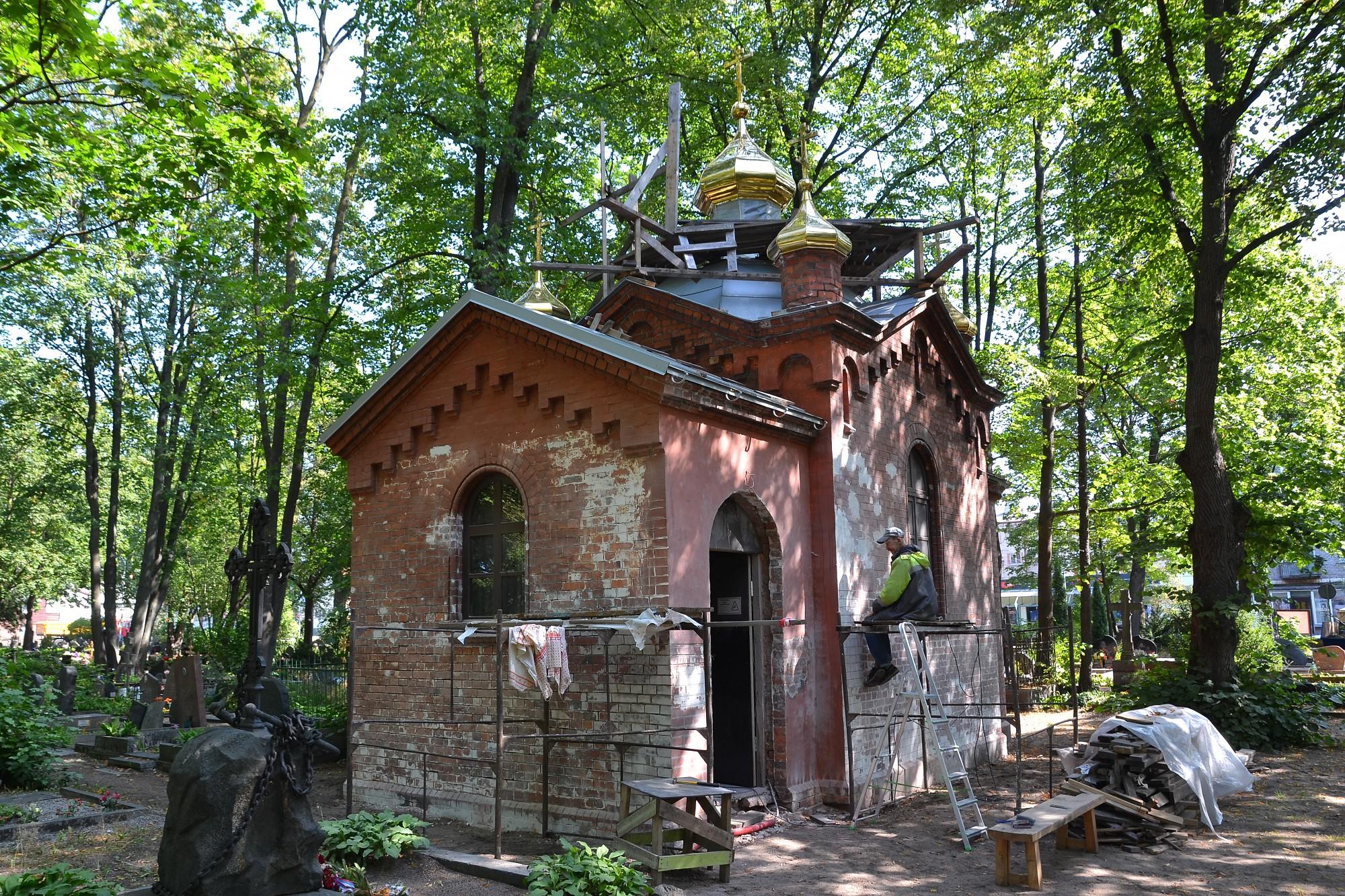 Liepājas Ziemeļu kapos atdzimst Pētera baznīca