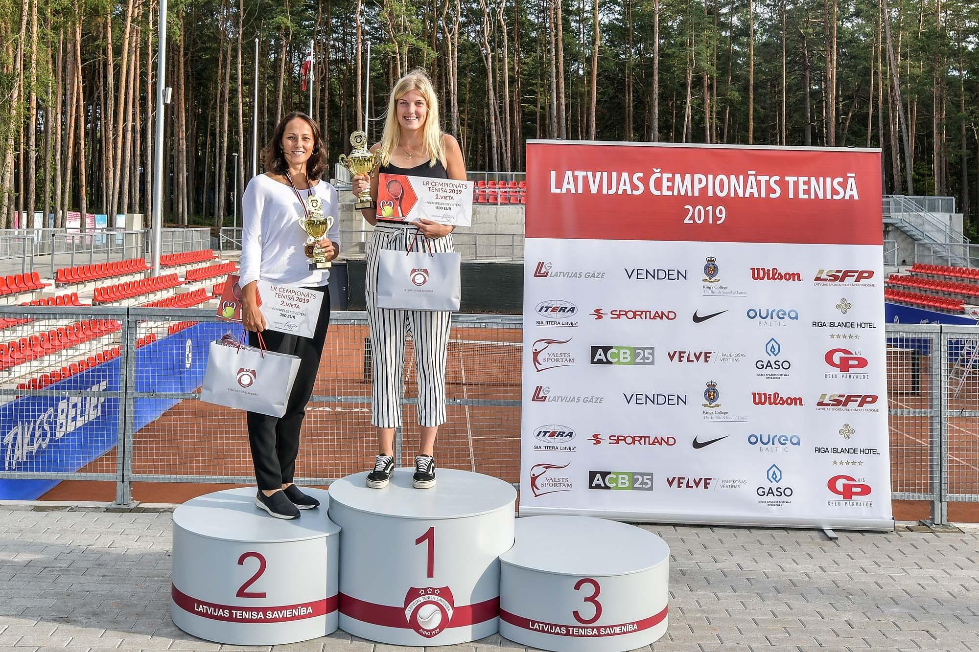 Tenisiste Elza Tomase izcīna uzvaru Latvijas čempionātā