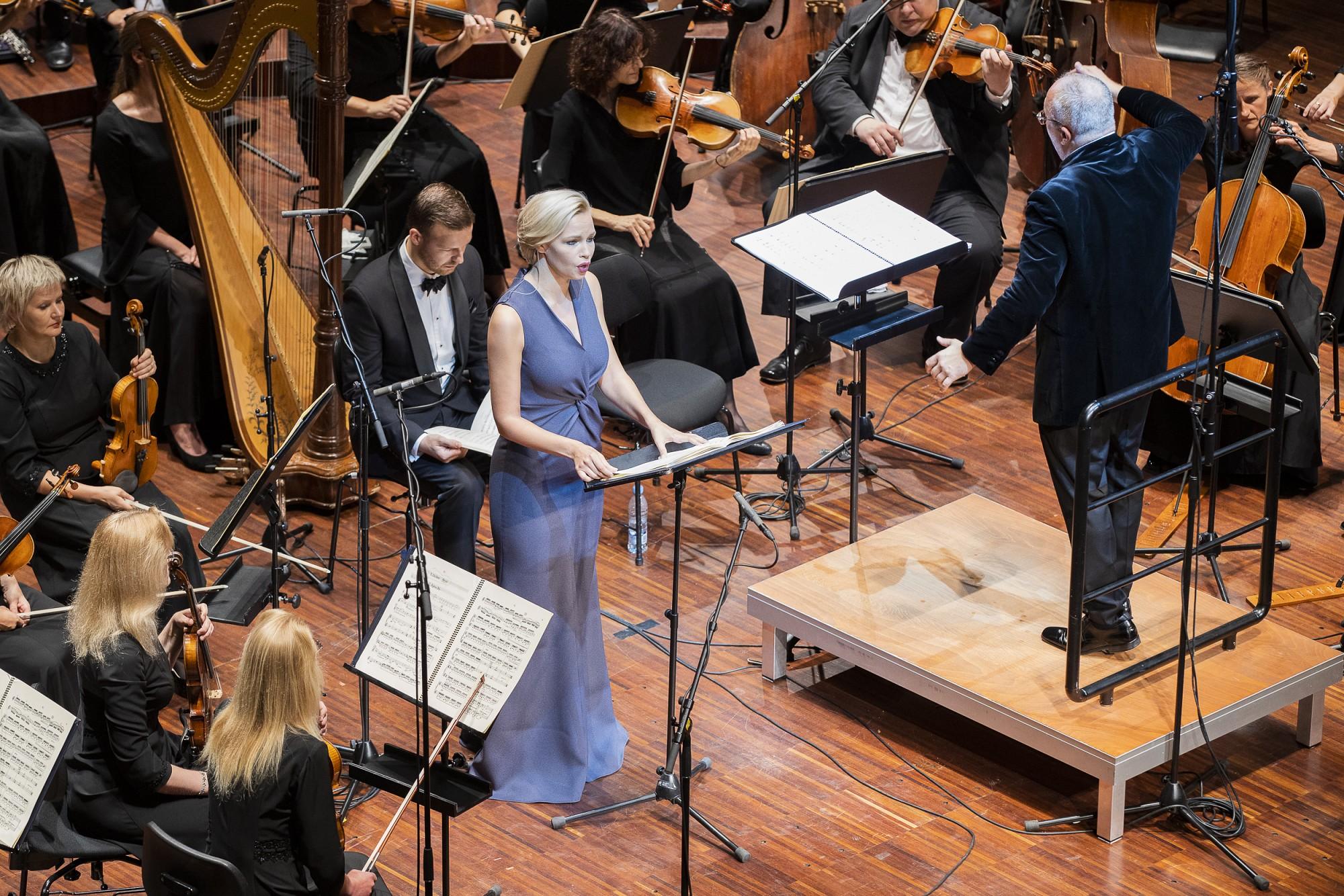 """Ar Imanta Kalniņa mūziku un stāvovācijām noslēdzas Liepājas Simfoniskā orķestra festivāls """"Liepājas vasara"""""""