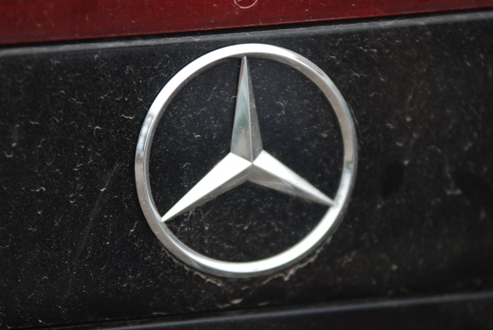 """Mercedes Benz"" saskrienas ar stirnu"