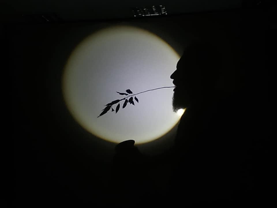 Slovēnijā jaunieši apgūst ēnu performances tehnikas