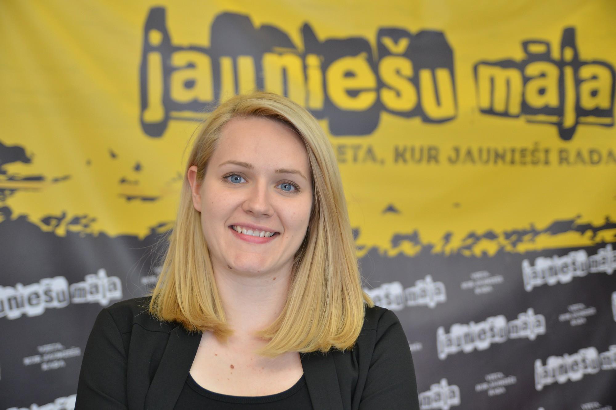 """""""Jauniešu mājas"""" vadītāja Ance Medne-Strazda: jauniešiem vajag vietu, kur var runāt atklāti"""
