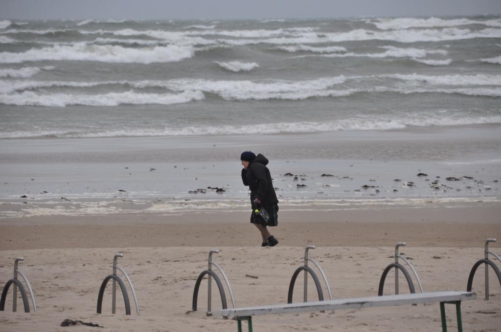 LVĢMC izsludinājis oranžā līmeņa brīdinājumu par stipru vēju