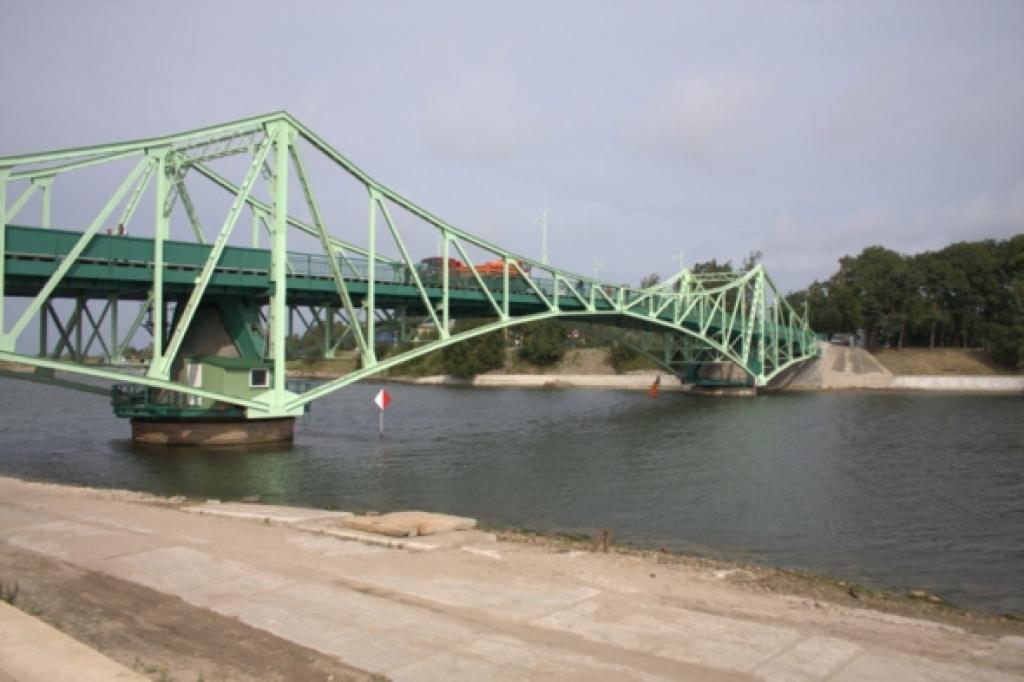 Spēcīgais vējš kavējis Karostas tilta izgriešanu satiksmei