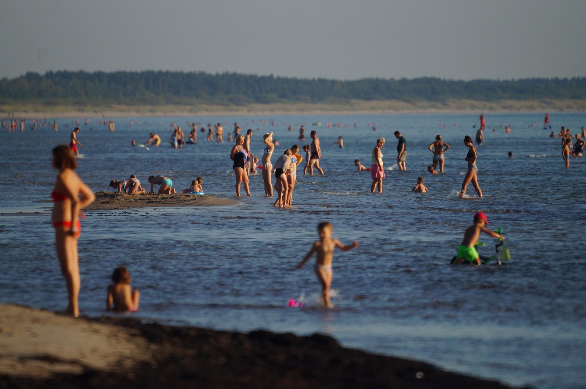 Peldsezonas izskaņā ūdens temperatūra jūrā pie Liepājas no +15 līdz +18 grādiem