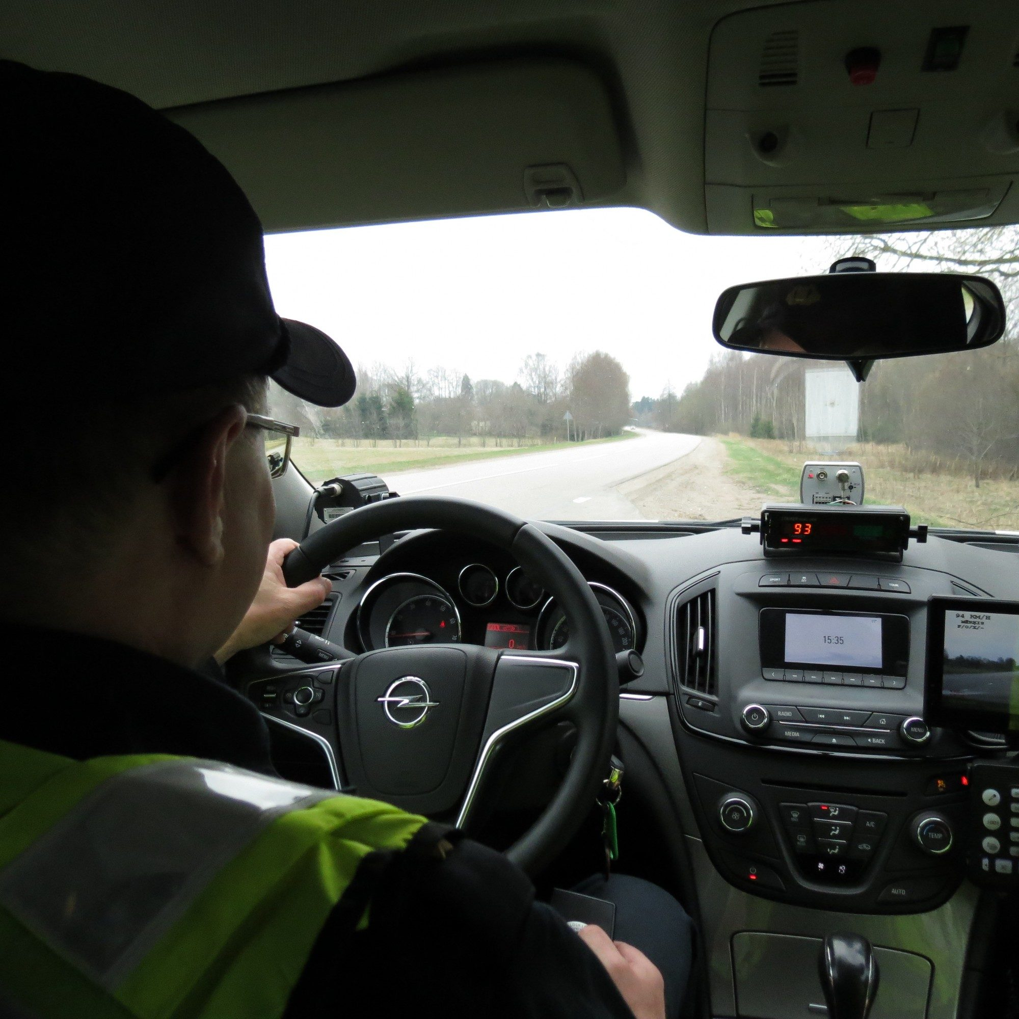 Policija visā Latvijā pastiprināti uzraudzīs satiksmi