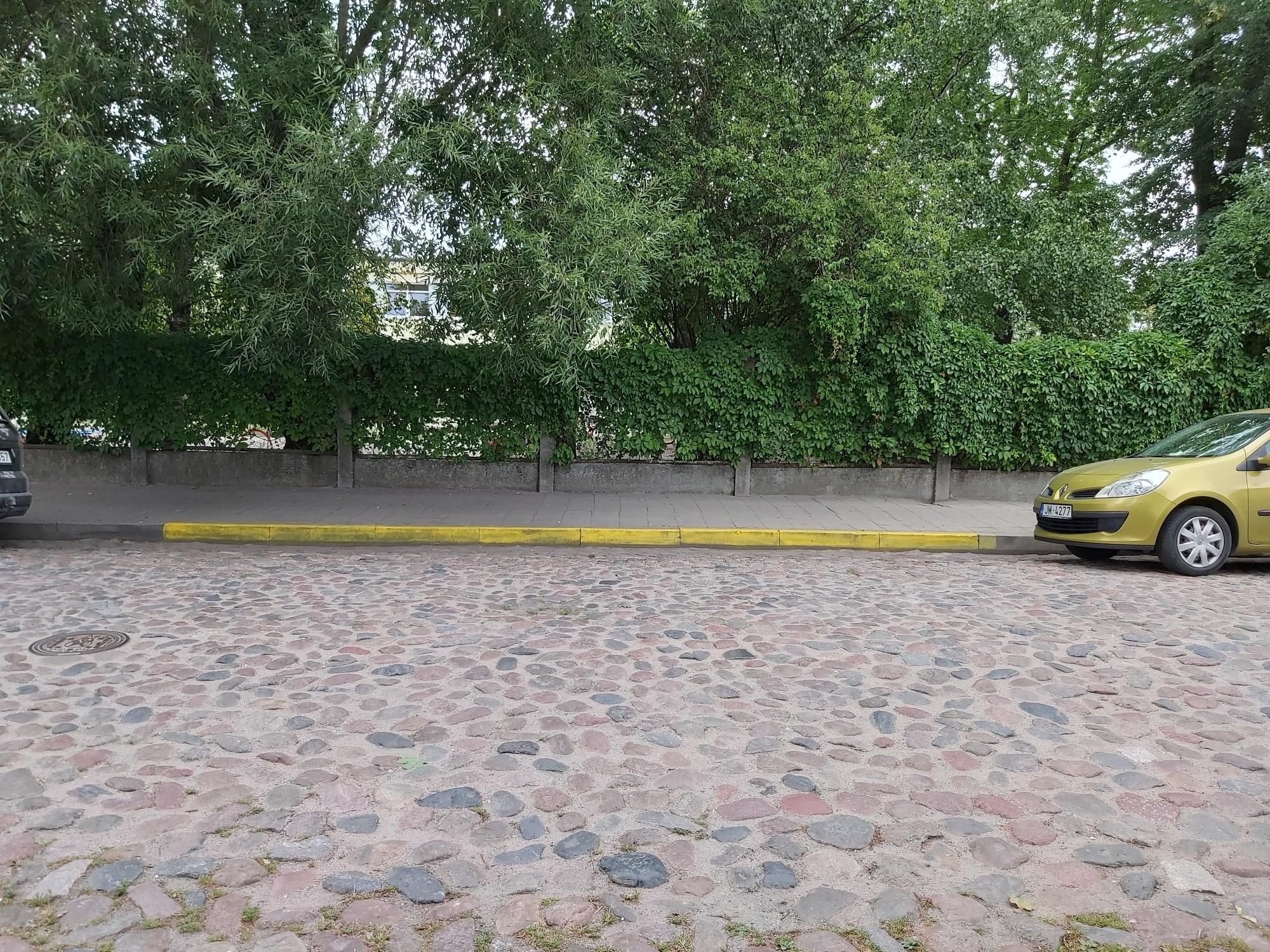 Dzeltenās līnijas Zāļu ielā ir nelikumīgas, tās likvidēs