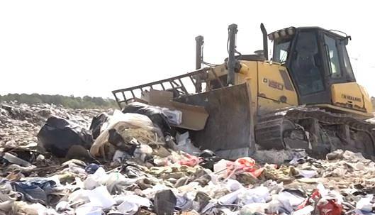 Pieļauj iespēju pārskatīt mērķi jau no 2021.gada sākt atšķirot bioloģiskos atkritumus
