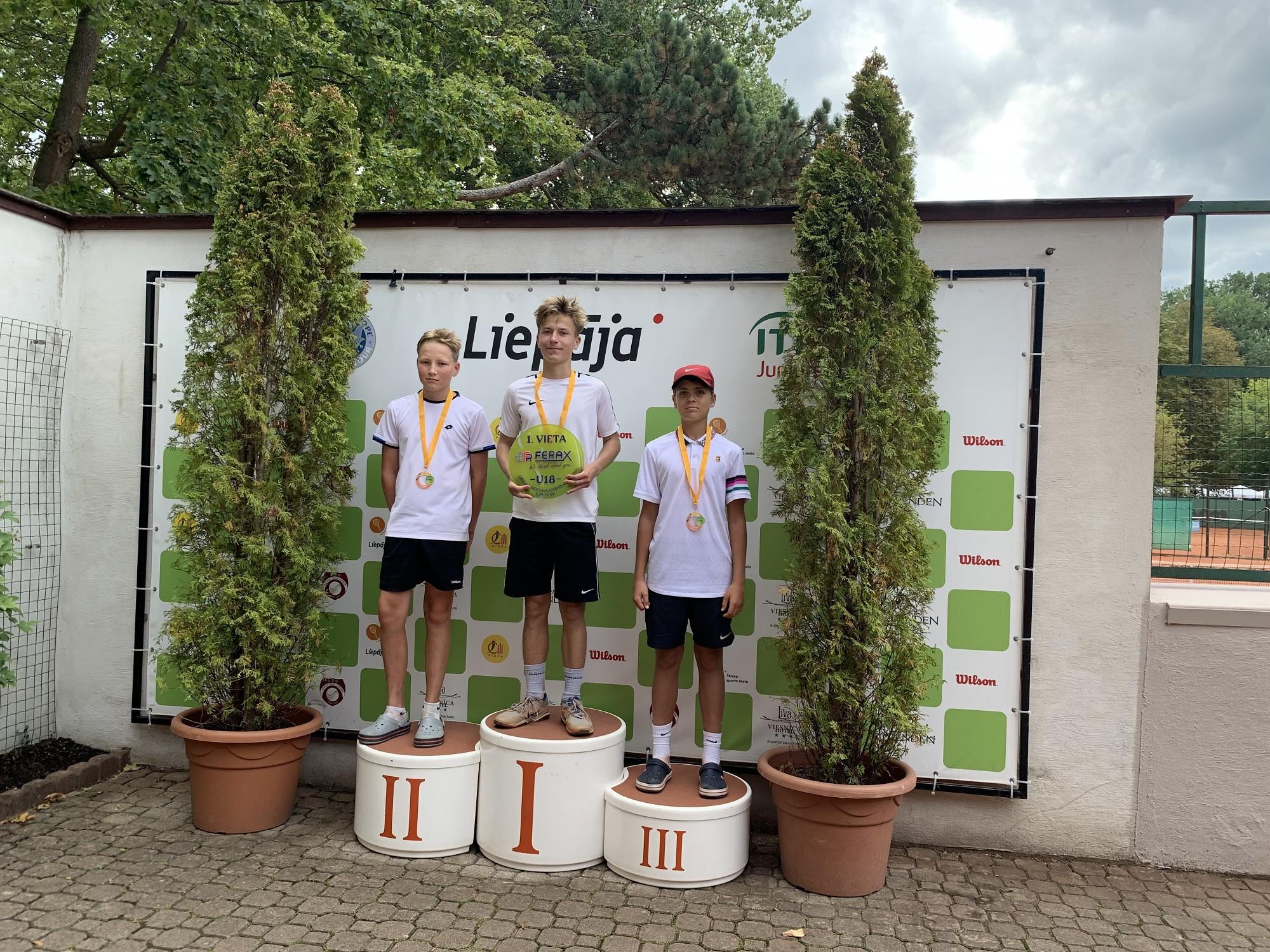 Liepājas jaunie tenisisti sacensībās demonstrē lielisku sniegumu
