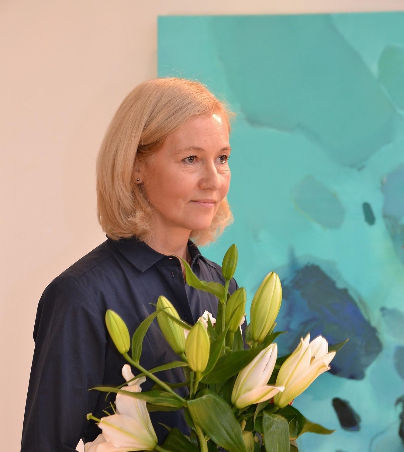 Gleznotājas Lindas Stepītes darbi uzrunā ar krāsu