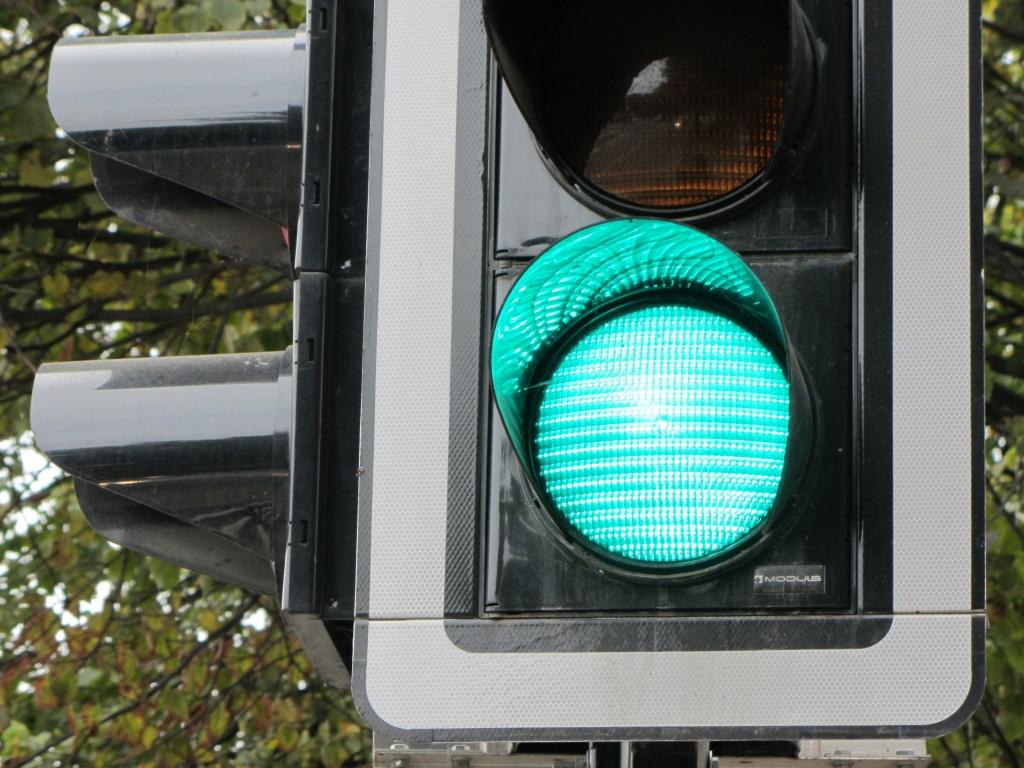 Liepājā autovadītāji ignorē luksoforus un nedod ceļu