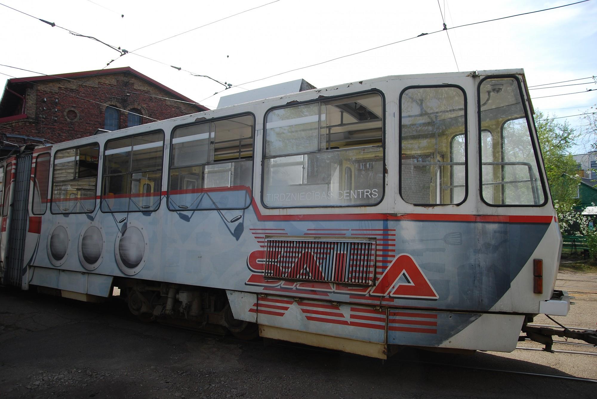 Ķēpātājs apskādē tramvaja vagonu