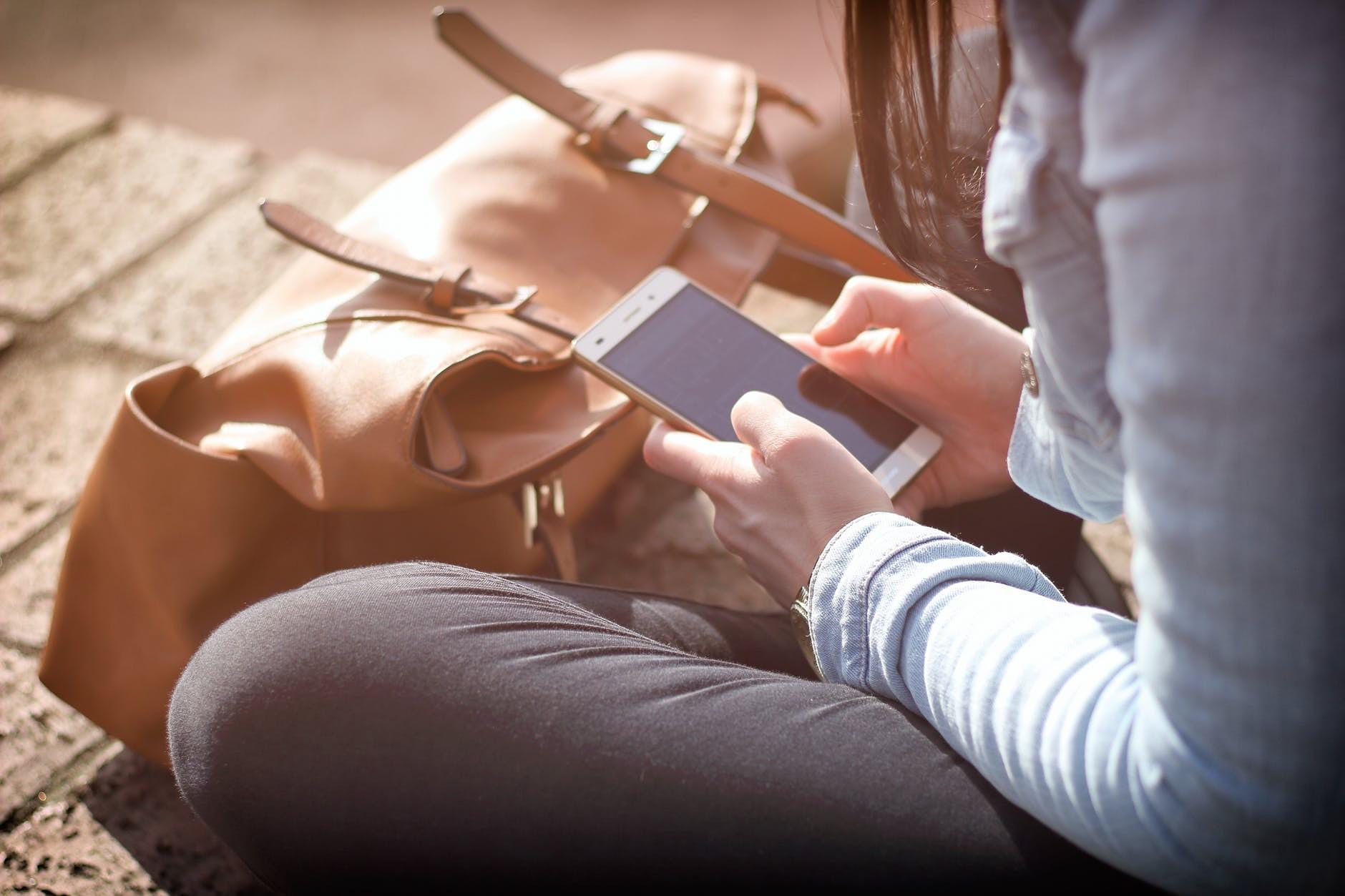 Liepājā notikušas divas zādzības – sievietes paliek bez telefona un rokassomiņas