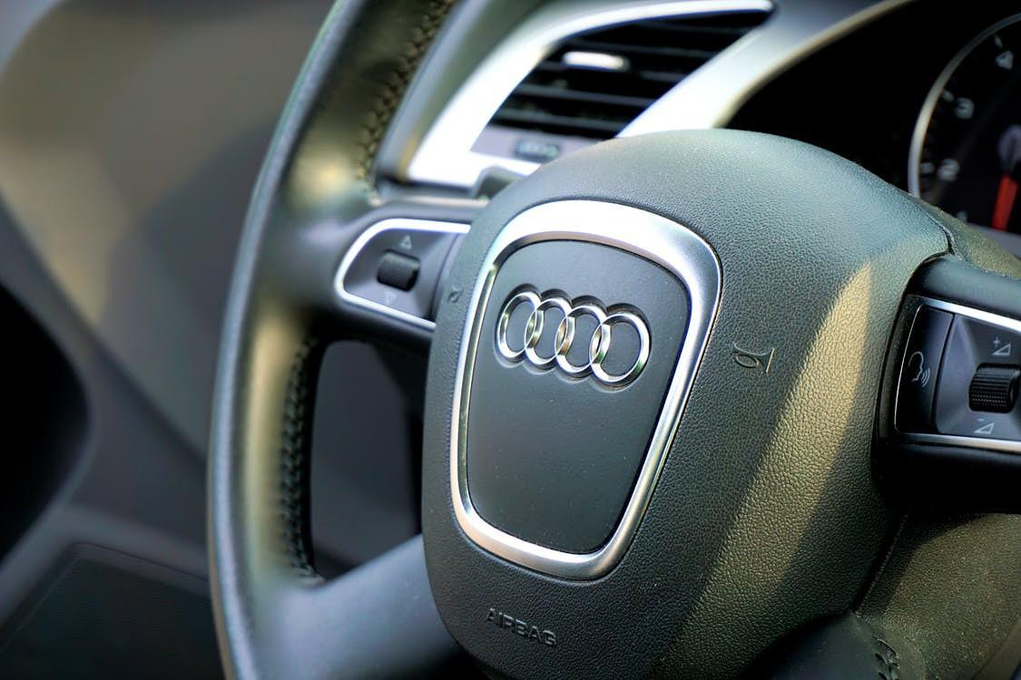 """Katoļu ielā """"Audi"""" vadītājs stūrē 1,62 promiļu reibumā"""