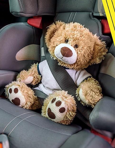 Kā pareizi automašīnā piesprādzēt bērnu?