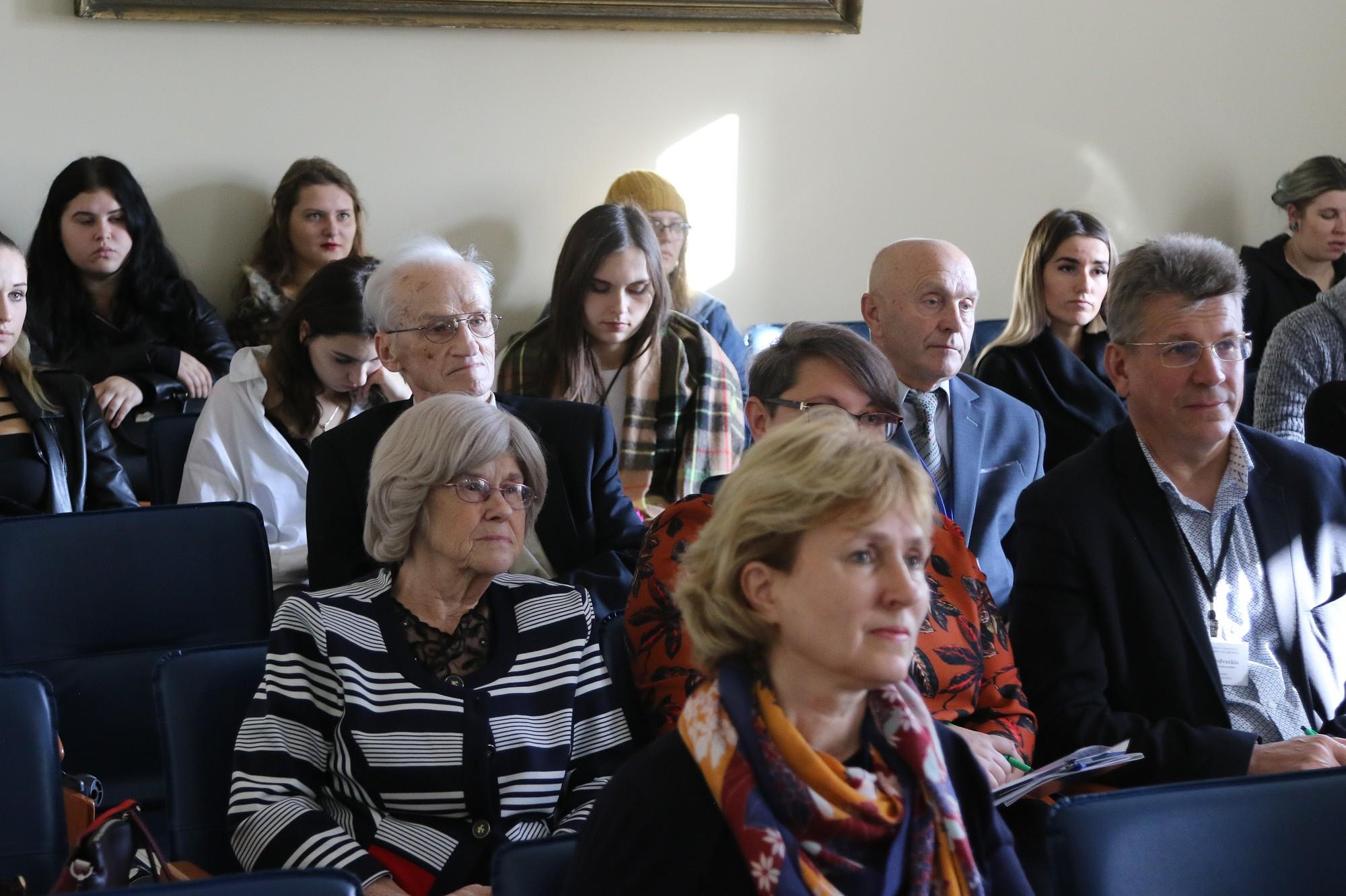 """Konferencē """"Piemares ļaudis un likteņi"""" diskutē par kultūras mantojumu"""