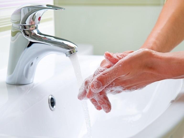 Liepājas slimnīcā nonāk ar vēdergraizēm. Lai izvairītos no infekcijām, jāmazgā rokas
