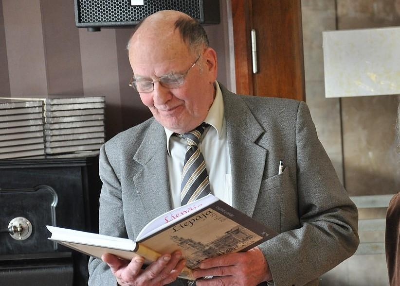 """Jānis Dreiblats saņems """"Spēlmaņu nakts"""" balvu par mūža ieguldījumu teātra mākslā"""