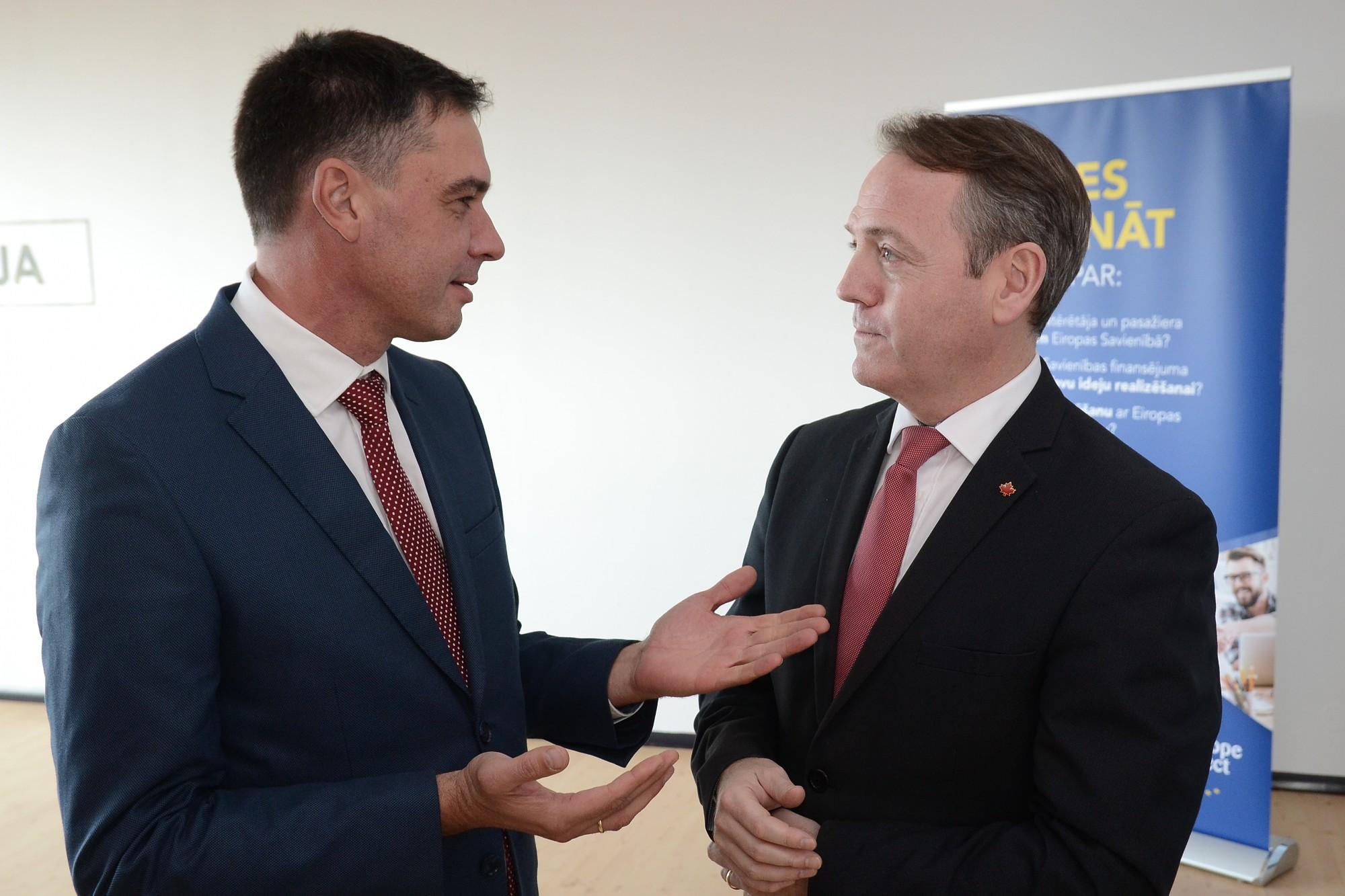 Kanādas vēstnieks Latvijā dalās ar savu brīvprātīgā darba pieredzi