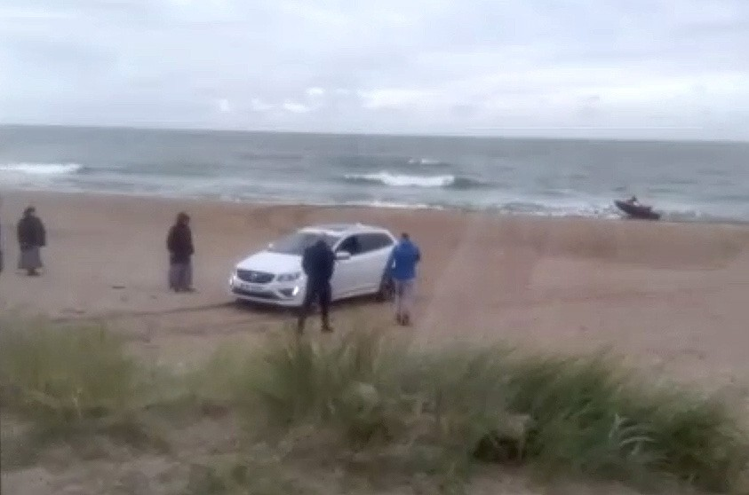 Karostas pludmalē nedienas ar ūdensmoča izvilkšanu no jūras