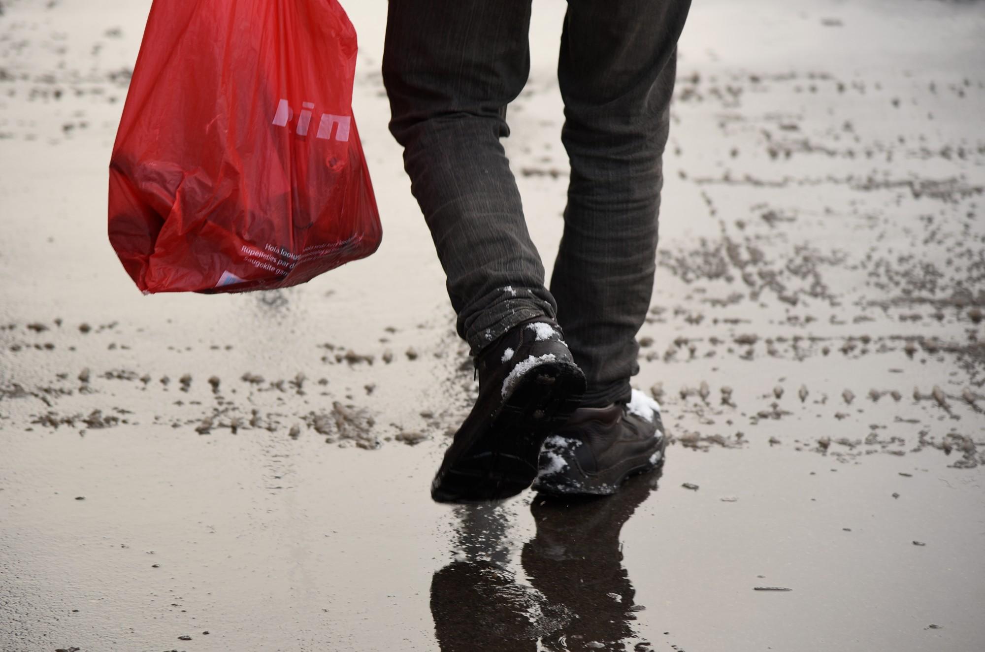 Cilvēki sāk saprast, ka zeķes nav jāliek plastmasas maisiņos