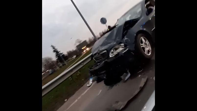 Divu automašīnu sadursmes Grobiņā un Liepājā