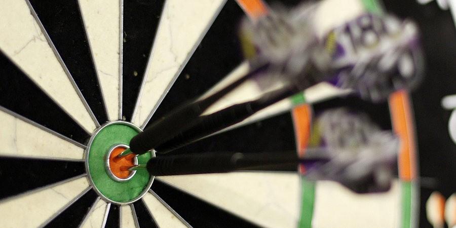 Ralfs Laumanis triumfē prestižās šautriņu mešanas sacensības
