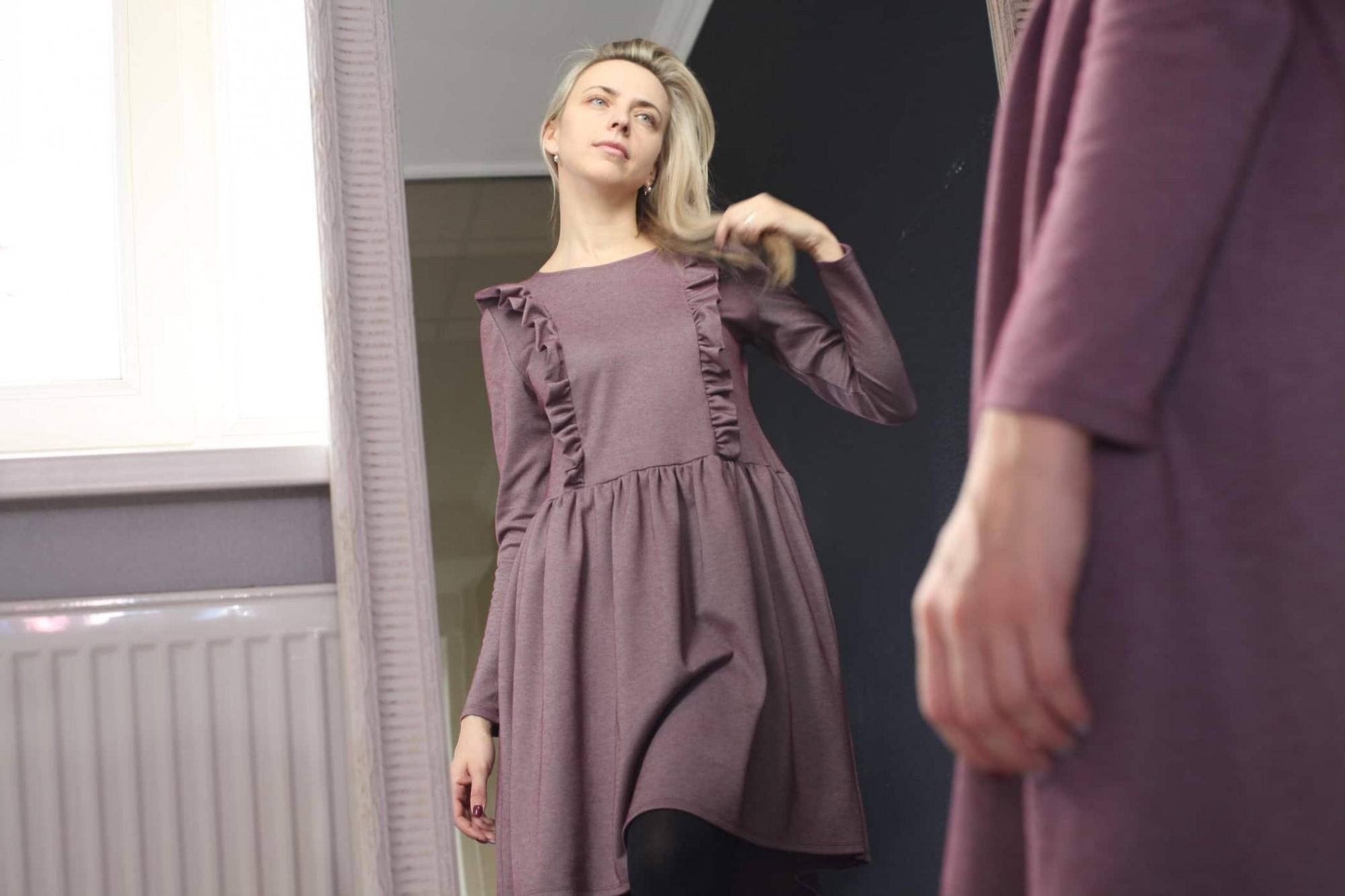 Mammām vienmēr patīk pucēties. Sandra Plostniece rada kleitas sievietēm, kas baro bērnu ar krūti