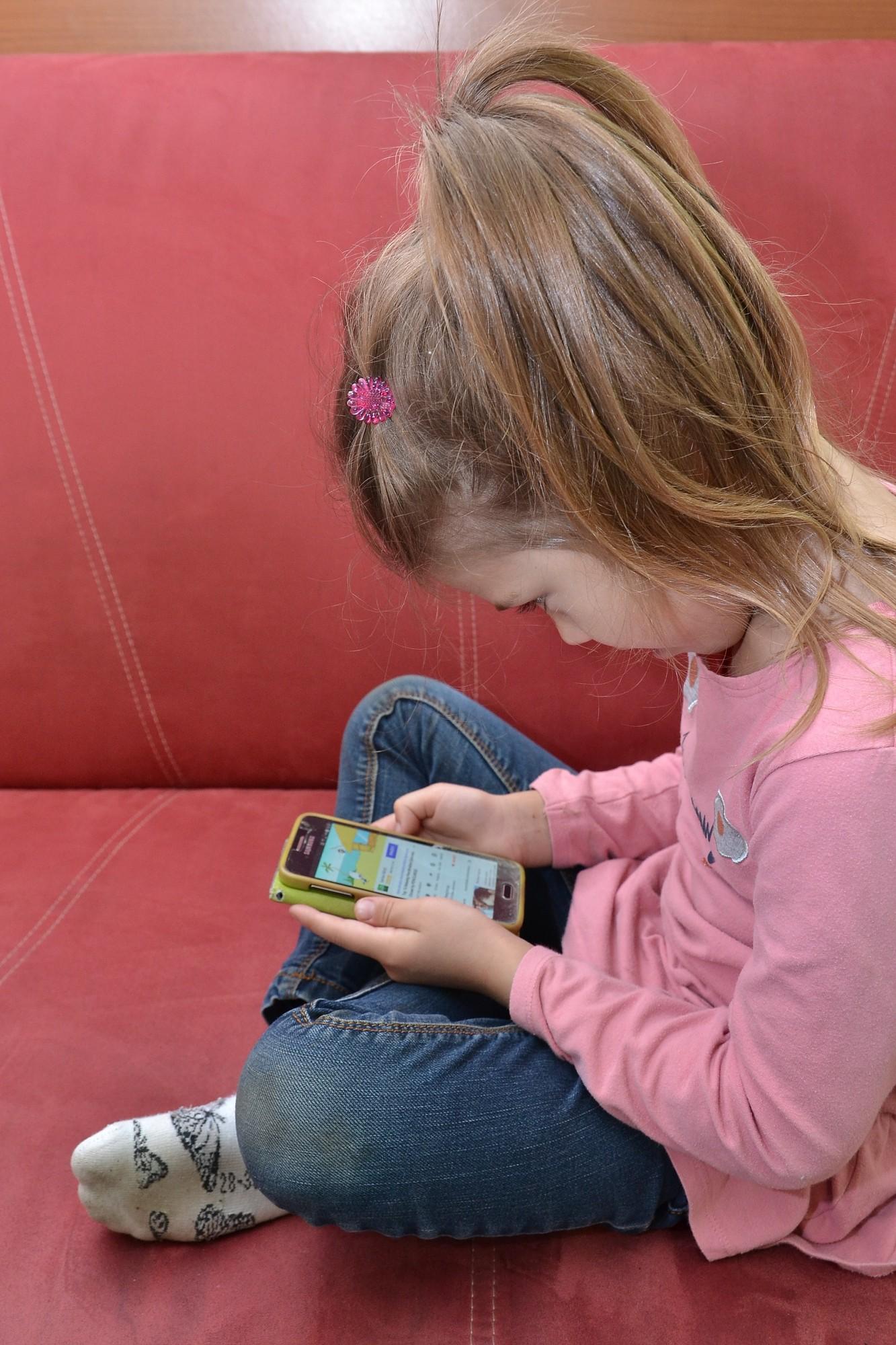 Vislabāk mācīt ar savu piemēru. Vecākiem ir jābūt bērna galvenajiem padomdevējiem digitālās pratības jautājumos