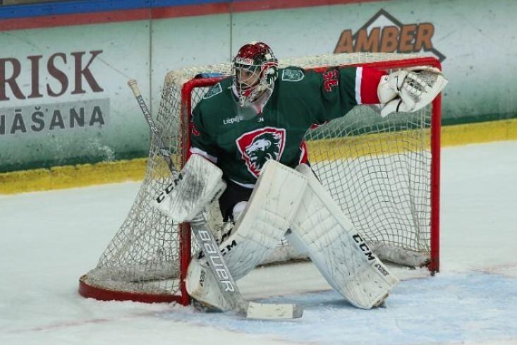 Spēlē hokeju un strādā UPB – vārtsargs Māris Jučers pakāpeniski gatavojas karjeras beigām