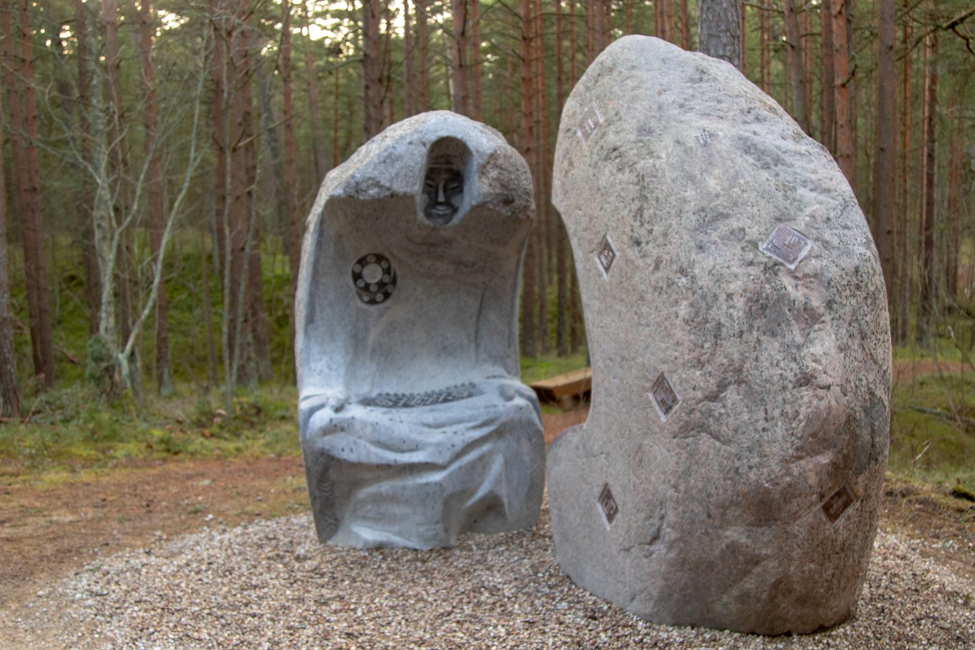 Bernātu dabas parkā uzstāda jaunas akmens skulptūras