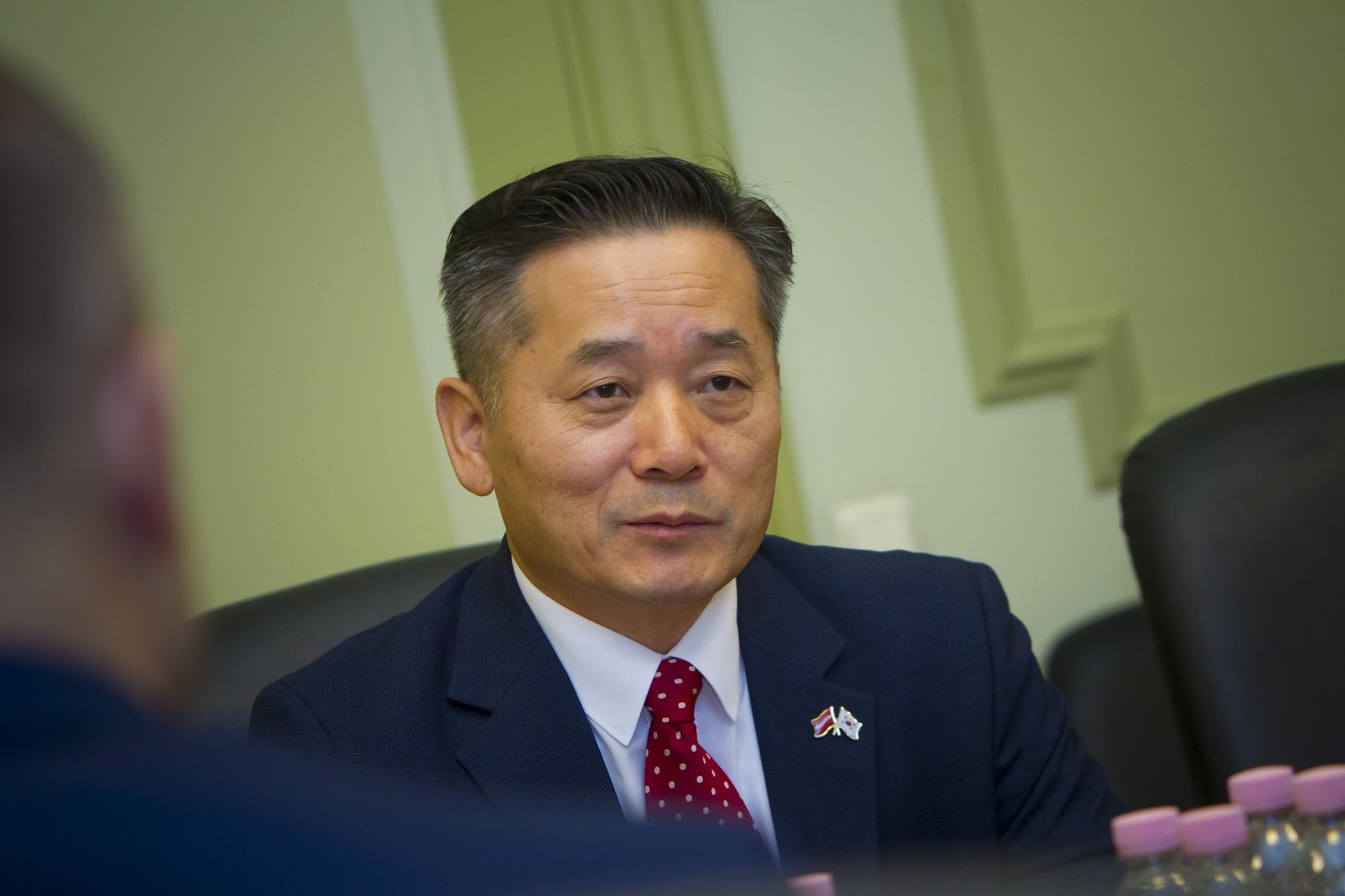 Liepāju darba vizītē apmeklē Korejas vēstnieks Latvijā