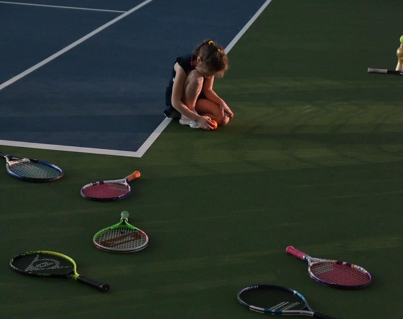 Rinda uz tenisu noplakusi, taču joprojām gara