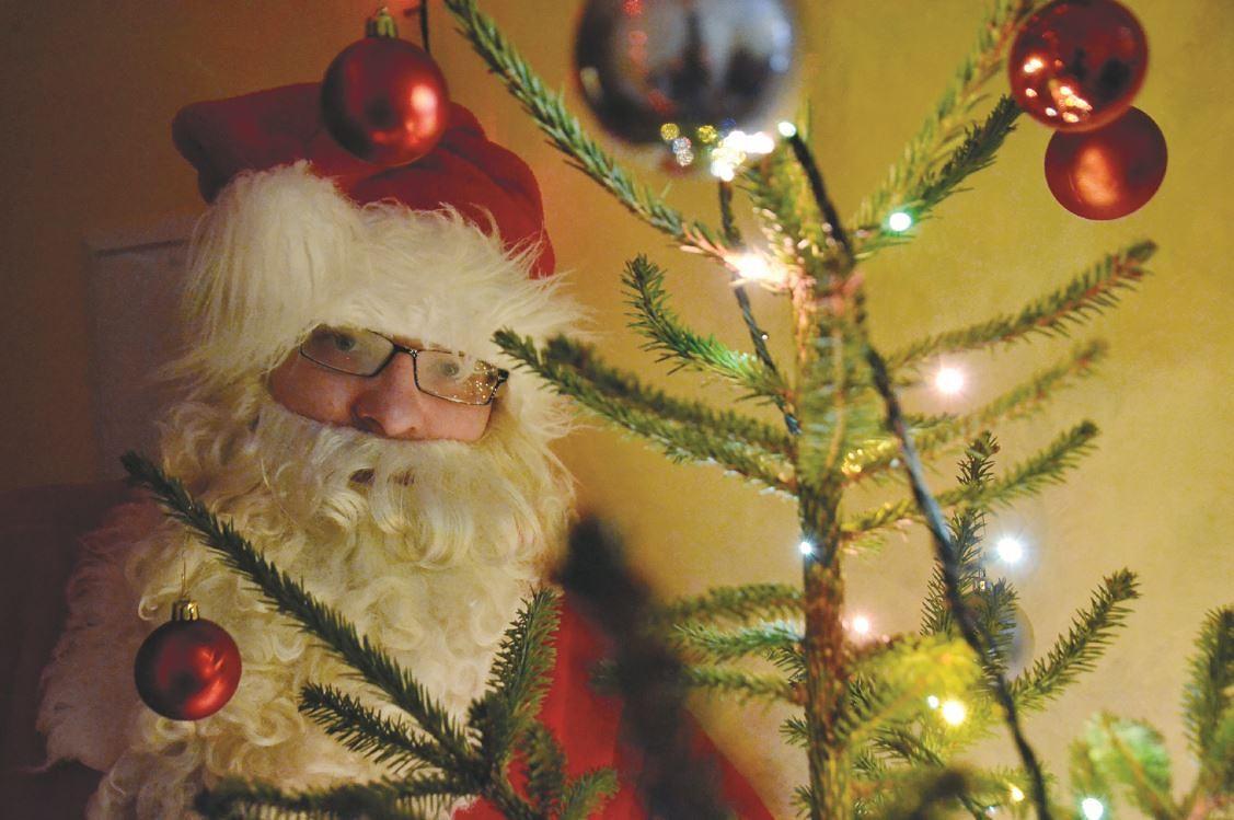 Pēc svētkiem atpakaļ par cilvēku. Raivis Bružis atklāj, ka būt par Ziemassvētku vecīti ir misija