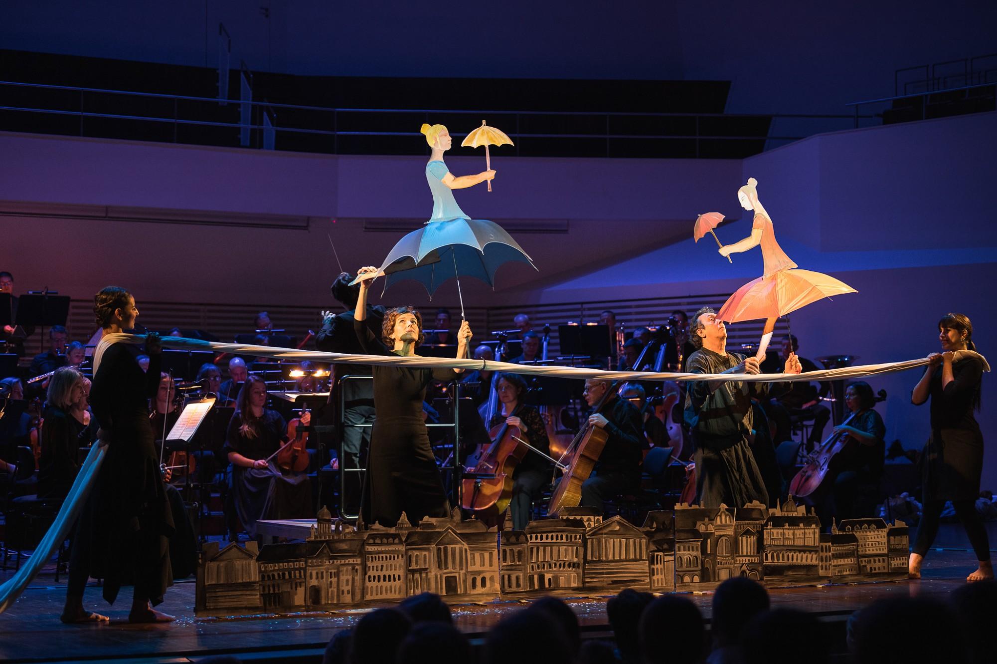 """Barselonas leļļu teātris ar Stravinska baletu """"Petruška"""" iepriecina bērnus Liepājā"""